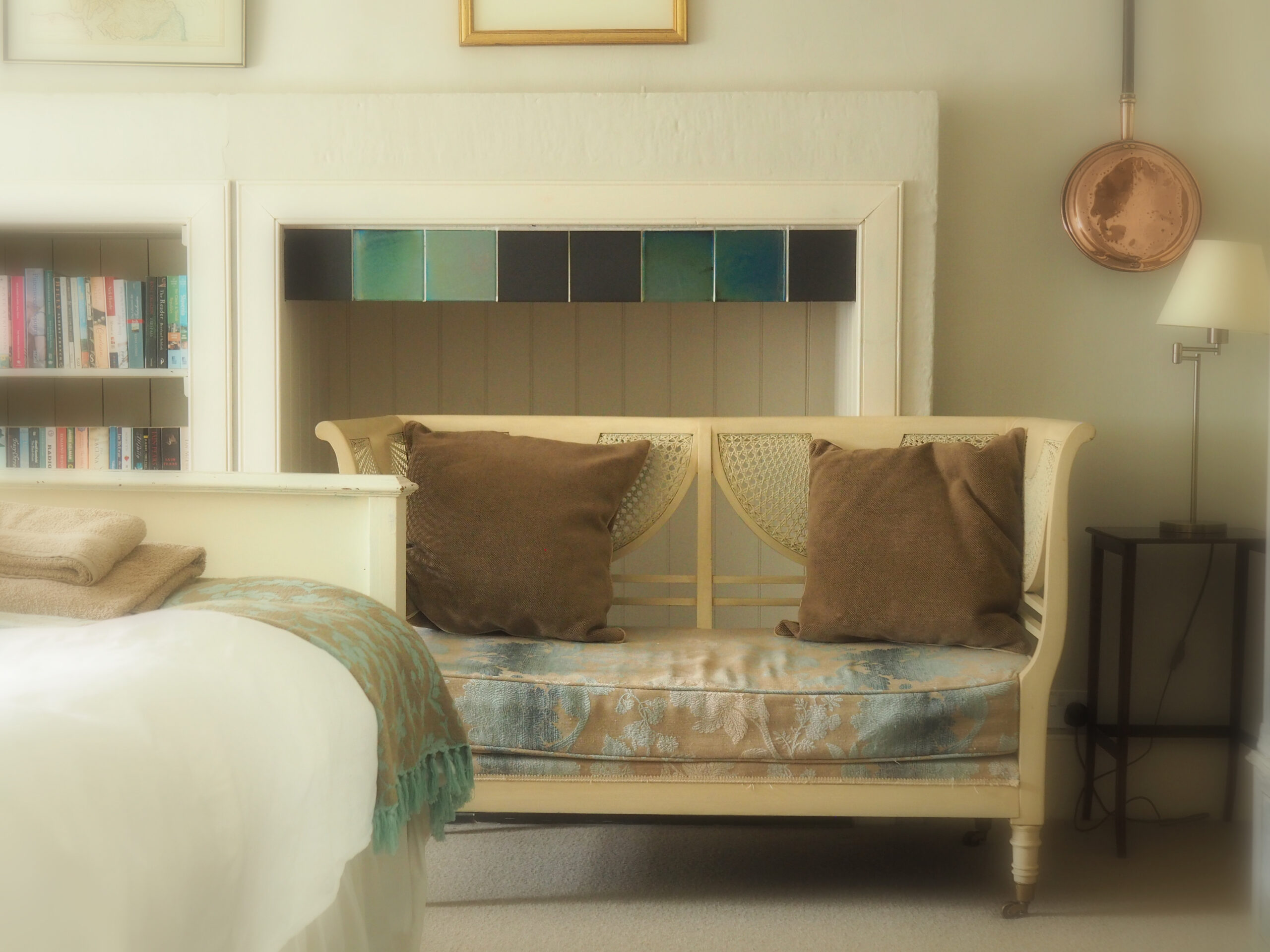 Bedroom-2-additional-seating-and-nook-with-desk-out-of-shot