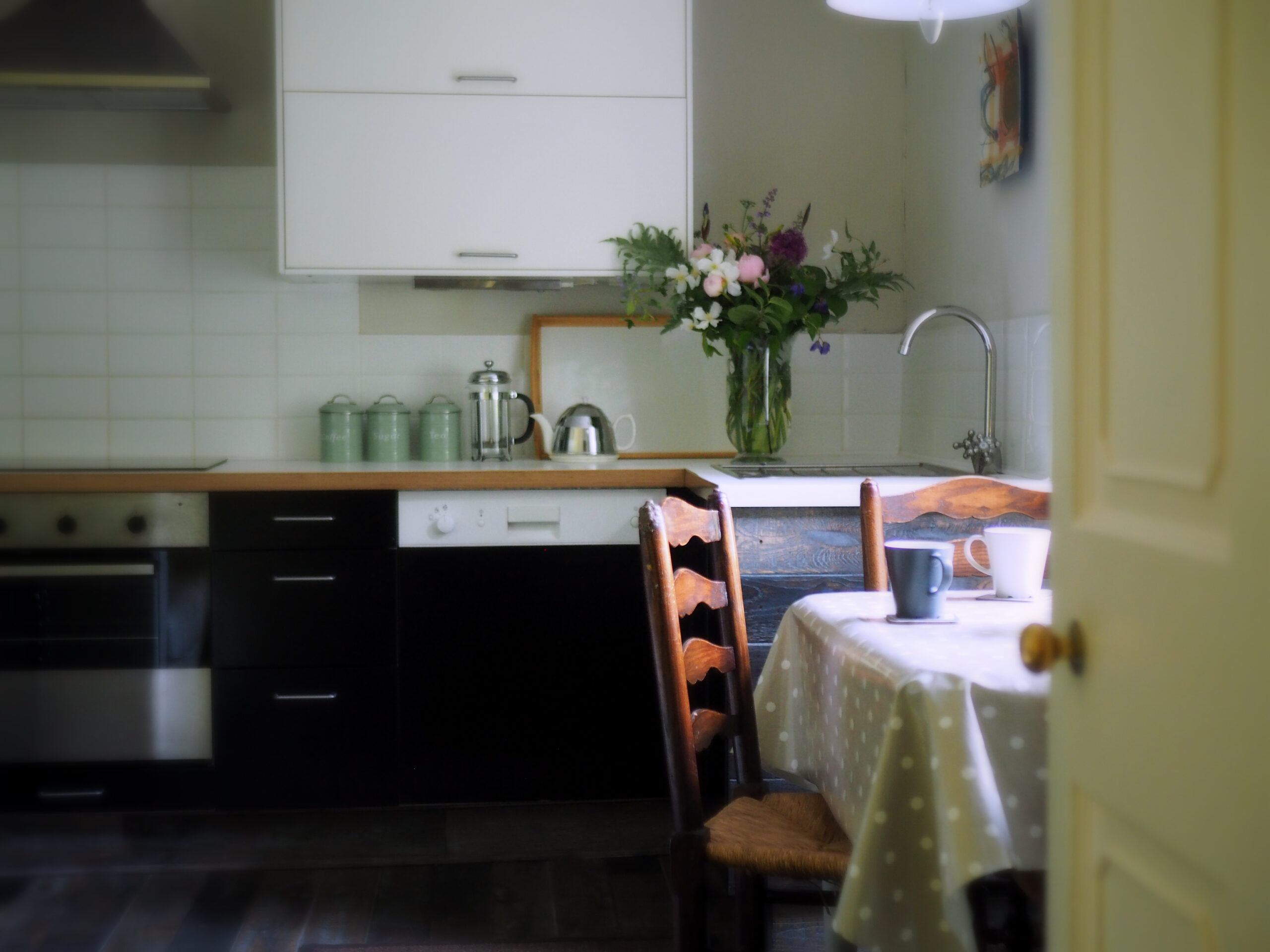 Modern-and-well-equipped-kitchen-for-light-meals-and-more