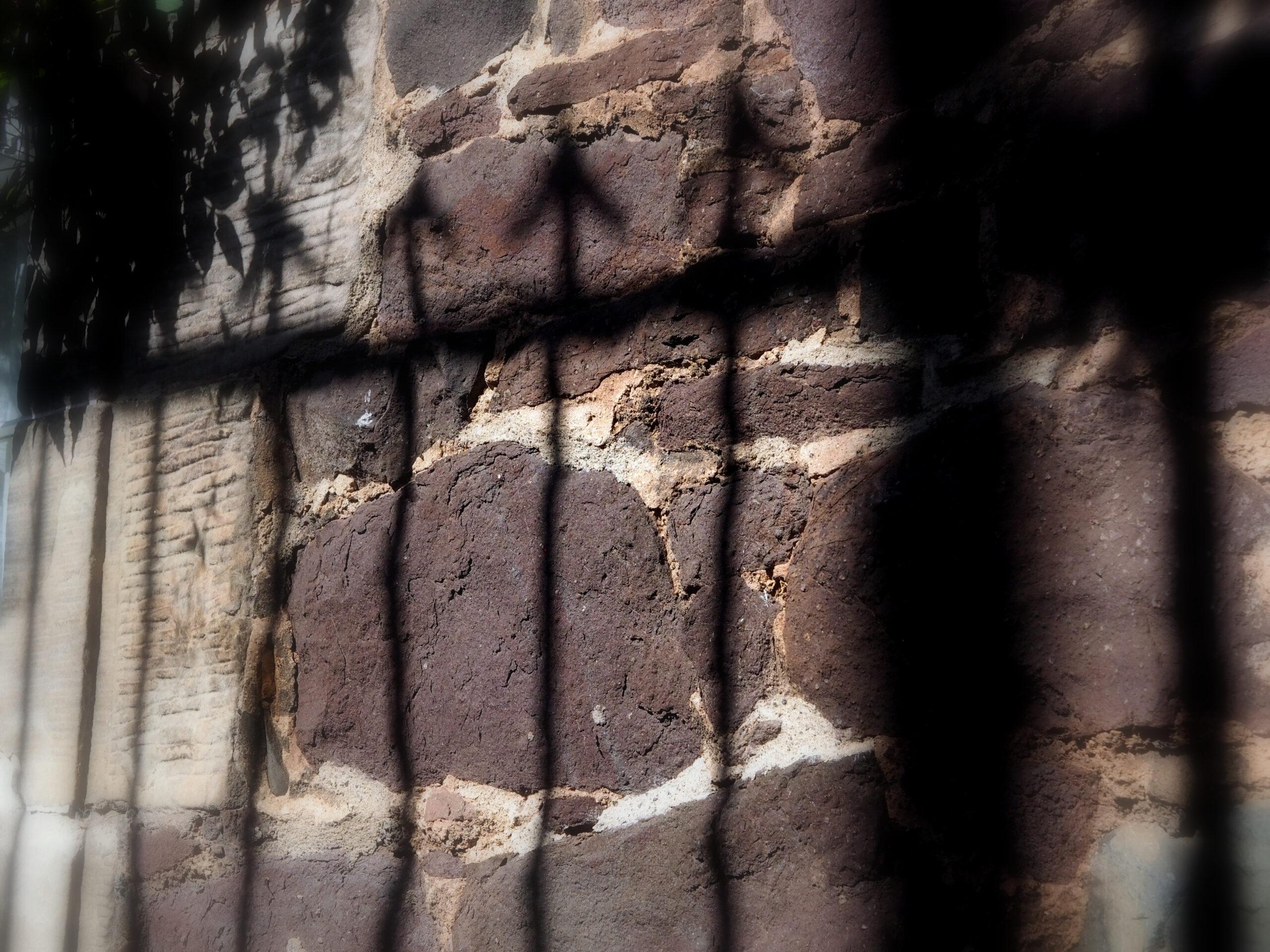 The-cast-iron-arrow-head-railings-make-shadows-on-the-wall